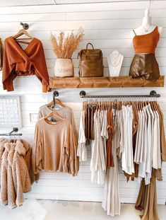 Boutique Store Displays, Clothing Store Displays, Clothing Store Design, Fashion Store Design, Clothing Boutique Interior, Boutique Interior Design, Boutique Decor, Boutique Store Design, Boho Boutique