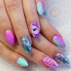 """69 Likes, 5 Comments - Katie Dutra - Nail Artist (@nailsbykatiedutra) on Instagram: """"Unicorn nails for the lovely @lisachristine82  A little bit of everything! Glitter, ombré,…"""""""