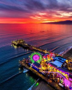 Santa Monica Pier at dusk | CaliforniaFeelings.com #california #cali #LA #CA #SF