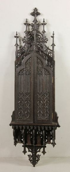 Carved Gothic Reliquary : Lot 1246