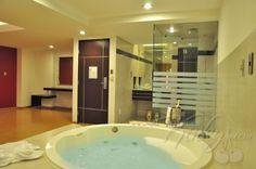 Privacidad, Champaña para dos en un delicioso jacuzzi...una noche para recordar!  Hazte Kinky en Porto Alegre Motel & Suites.