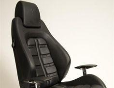 Οι γρήγοροι ρυθμοί του γραφείου ''απορροφώνται'' από αναπαυτικές και ανατομικού σχεδιασμού καρέκλες. Για παράδειγμα ένα κάθισμα από ένα supercar μπορεί να αποτελέσει λύση. Ειδικά αν προέρχεται από την Ferrari F430 Daytona με ρυθμίσεις για την