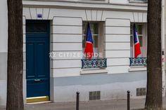 Attentats à Paris : Des drapeaux tricolores aux fenêtres de la capitale en hommage aux victimes - Société - via Citizenside France. Copyright : Christophe BONNET - Agence73Bis
