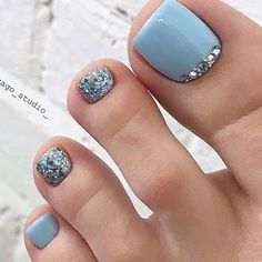 Pin by robertmallardtht on feblaid in 2020 Pretty Toe Nails, Cute Toe Nails, Cute Toes, Pretty Toes, Gorgeous Nails, Fancy Nails, Simple Toe Nails, Beautiful Toes, Pedicure Designs