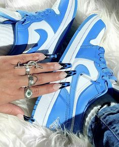 New Shoes, Shoes Heels Boots, Heeled Boots, Girls Shoes, Baby Shoes, Foot Warmers, High Heel Sneakers, Aesthetic Shoes, Shoe Wardrobe