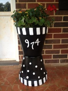 Front Porch Flower Planter Ideas 53 (Front Porch Flower Planter Ideas design ideas and photos - All About Gardens Painted Clay Pots, Painted Flower Pots, Flower Planters, Front Porch Flowers, Front Porch Planters, Flower Pot People, Clay Pot People, Flower Pot Art, Flower Pot Crafts