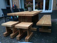 Tafel, bank en krukken gemaakt van larikshout