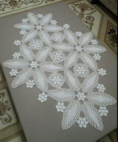This Pin was discovered by HUZ Crochet Dollies, Crochet Flowers, Crochet Lace, Crochet Chart, Filet Crochet, Crochet Stitches, Crochet Table Topper, Crochet Table Runner, Doily Patterns