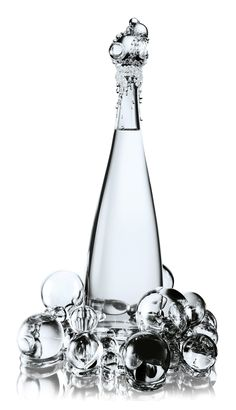 2009 'New York' haute couture crystal bottle by Jean Paul Gaultier and Baccarat for evian® - has crystal bubbles gathering at the top and base. Alcohol Bottles, Glass Bottles, Drink Bottles, Perfume Bottles, Water Bottles, Cool Packaging, Bottle Packaging, Design Packaging, Jean Paul Gaultier