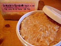 「手作り白味噌(2011.2.26仕込みOK)」2月に初めてチャレンジした味噌作りであまった米麹で白味噌にも挑戦してみました^^小1の娘が大奮闘!【楽天レシピ】