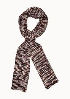 Luftig-leicht und mit einem hübschen All-Over-Muster zeigt sich der Print-Schal. Der Mix aus Baumwoll-Lyocell-Mix ist sehr zart und ist demzufolge das ideale Accessoire bei milden Temperaturen. Schal aus 60% Lyocell und 40% Baumwolle....