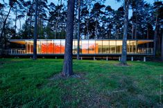 Lennox Residence - See-though Glass Box House by Artau Architecture