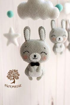 Расчудесье - мобили, гирлянды, игрушки из фетра Felt Keychain, Felt Animal Patterns, Baby Quiet Book, Felt Crafts Diy, Felt Bunny, Felt Mouse, Felt Birds, Crafty Craft, Felt Ornaments