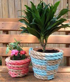 Arreglo de jard n con macetas plantas piedra y la - Decoracion con cuerdas ...