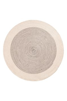 Natural white. Round bath mat in jute with contrasting seams. Non-slip protection at back. Diameter 27 1/2 in.