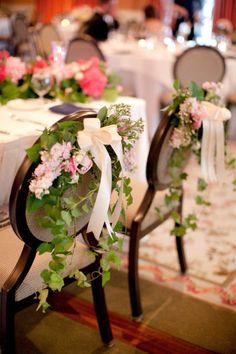 la fleur a ses raisons......Décoration de chaises fleuries