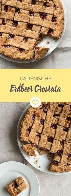 Der italienische Klassiker für deine Kaffeetafel: Crostata mit Erdbeerfüllung. Schmeckt am besten direkt aus dem Ofen mit einem Kleks Sahne!