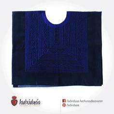 Huipil sencillo azul, con tejido de cadenilla en hilo azul-morado.