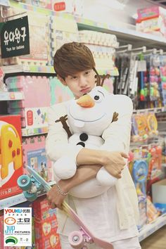 Awwwww I like Olaf too. #GOT7 #‪‎Mark Web Drama 'Dream Knight' Casual-wear still-cut release!