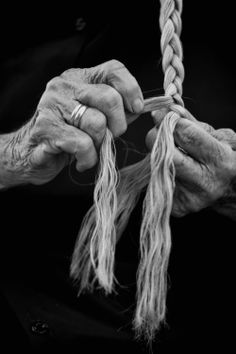 Black & White Photography Inspiration : hands Photo by Raffaele Montepaone - Photography Magazine Hand Photography, Portrait Photography, Photography Magazine, Black And White Portraits, Black And White Photography, Hand Fotografie, Working Hands, Hand Reference, Reference Images