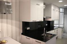 #diseño de #cocinas Diseño de cocinas en Madrid centro Maria Molina cocina moderna Roma blanco granito negro intenso #madrid centro #ciempozuelos