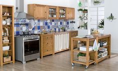 Tok Cozinha Carrinhos, estantes e módulos avulsos são boas ferramentas para se criar uma cozinha completa.