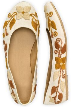 Guie Shoes Autumn Blossom Hand Embroidered Ballet Flats : Accessories