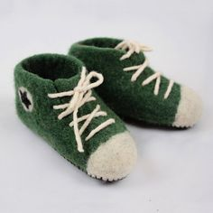 Converse felted wool house shoes Felted Wool Slippers, Sheep Wool, Wool Felt, Lana, Baby Shoes, Converse, Comfy, Model, Leather