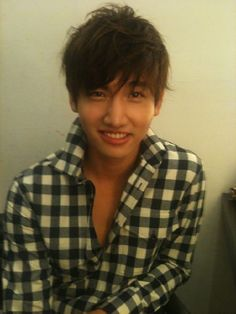His goofy smile and mismatched eyes. Tvxq Changmin, Jung Yunho, Goofy Smile, Korean Pop Group, Chang Min, Drama Memes, Under My Skin, Keep The Faith, Jaejoong