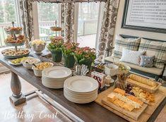 Wedding Food Table Set Up Dinners Trendy Ideas Buffet Set Up, Styling A Buffet, Buffet Table Settings, Brunch Table Setting, Food Set Up, Brunch Buffet, Breakfast Buffet Table, Food Displays, Buffet Displays