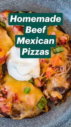 Mexican Pizza, Mexican Dishes, Mexican Food Recipes, Beef Recipes, Cooking Recipes, Mexican Cooking, Shepherds Pie Rezept, Camping Dishes, Gourmet