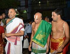 Velukkudi Sri Krishnan(Extreme Left)