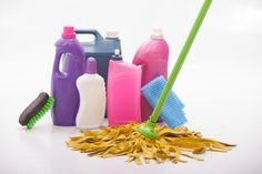 7月6日の得する人損する人で放送された「家事えもんの手作り万能洗剤の作り方」をまとめてみました! 食器用洗剤、重曹や家庭に焼酎を混ぜて作る洗剤で皮脂汚れを水垢、鍋の焦げ落としなどを簡単にきれいに落とすことが出来ます。 作り方と分量をご紹介します!