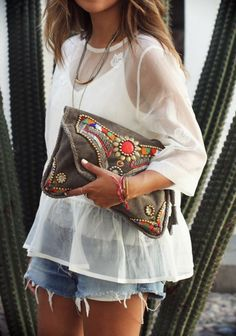 La blouse flottant en blanc                                                                                                                                                      Plus                                                                                                                                                                                 More
