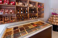 A la nostra pastisseria ens dediquem diàriament no només a satisfer el teu paladar sinó la teva vista. Ens visites? 😜 Wine Rack, Liquor Cabinet, Storage, Furniture, Google, Home Decor, Tinkerbell, Stained Glass Windows, Names