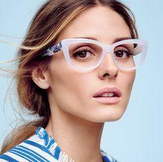 一向也是 #ootd 熱 tag 人物的美國時尚名媛 Olivia Palermo 宣佈出任 MAX&Co. 代言。新宣傳相中,見她架?懷舊貓眼太陽鏡,配上自然日妝及隨性中分髮型,及穿上同色系上衣,簡約的來又 effortless 。  眼鏡臂上的彩色圖案,靈感來自美國畫家 Jackson Pollock 的一系列潑墨畫作。將當代藝術融入每日的時尚造型當中,正是最衷心的致敬。