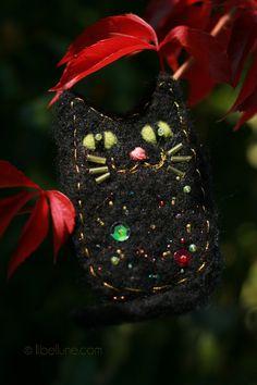 Felted cat brooch, libellune.com