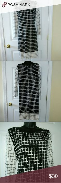 Ivanka Trump sz Large black white career dress Very beautiful dress in excellent condition.    BUNDLE with other items for a discount or make an offer. Ivanka Trump Dresses