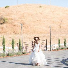 The chicest lil' lassie ya ever did see 🙌🏼 @hautebridedesign knows what's up #decklyngown by #hayleypaige  #Repost @hautebridedesign ・・・ #canteven  Gown: Decklyn by #hayleypaige Accessories: Haute Bride Brixton Hat and Schultz fringe shoes: @revolve @rahelmenig Model: @tmhixson Location: @grandviewfarmssj @makeupbymoni #decklyngown #hayleypaige #sanjose #rahelmenigphotography #model #losgatos