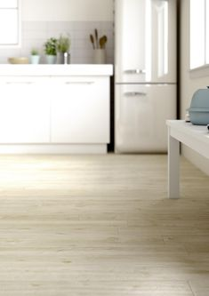Find your collection by nameTreverkwayMarazzi - Treverkway wood effect stoneware tiles are suitable for the floors and walls of bathrooms, kitchens and living rooms, but also for public spaces. Wood Effect Porcelain Tiles, Wood Effect Tiles, Wood Look Tile, Timber Flooring, Kitchen Flooring, Hardwood Floors, Kitchen Designs Photos, Kitchen Photos, Kitchen Ideas