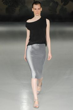 Explore the looks, models, and beauty from the Barbara Casasola Spring/Summer 2015 Ready-To-Wear show in London on 13 September with show report by Jessica Bumpus Couture 2015, Couture Fashion, Grey Fashion, Fashion Show, Fashion Walk, Fashion Skirts, Classic Fashion, Female Fashion, Fashion Spring