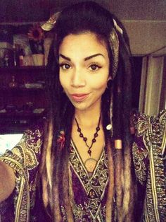 Look at her dreads. Makes me wanna grow out my hair and let things happen!