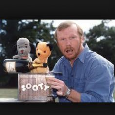Sweep, Sooty and Matthew Corbett 2000s Kid Tv Shows, Kids Tv Shows, Growing Up British, Teen Tv, 80s Kids, Vintage Tv, The Old Days, Retro Toys, Beautiful Children
