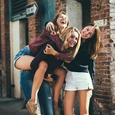 Image about friends in BFF by Jenny Karina Gjuvsland Group Senior Pictures, Friend Group Pictures, Bff Pictures, Friend Photos, Street Pictures, Squad Pictures, Friend Picture Poses, Cute Instagram Pictures, Squad Photos