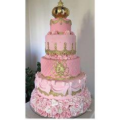 Que lindo!! Pic via @alderyrocha #encontrandoideias #fabiolateles #blogencontrandoideias 15th Birthday Cakes, Sweet 16 Birthday Cake, Birthday Cake Girls, Quinceanera Cakes, Quinceanera Decorations, Victoria Secret Cake, Bolo Fack, Button Cake, Fiesta Cake