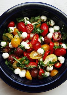 Tomato Basil Mozzarella Salad - I make this all the time and it's one of my favorite lunch salads.