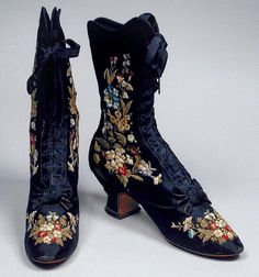 to mid Centuries Fashion: A Look Back - 1885 Pingat boots. Vintage Outfits, Vintage Shoes, Vintage Accessories, Vintage Dresses, Victorian Dresses, Victorian Era, 1880s Fashion, Edwardian Fashion, Vintage Fashion