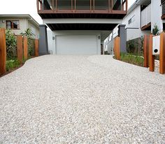 This type of black driveway is the most inspiring and superior idea Modern Driveway, Driveway Design, Driveway Landscaping, Modern Landscaping, Driveway Ideas, Driveway Lighting, Driveway Entrance, Concrete Patios, Gravel Patio