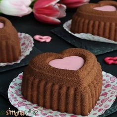 Prajitura Comandor cu ciocolata si frisca - simonacallas Snickers Cheesecake, Chocolate Cheesecake Recipes, Red Velvet Cheesecake, Biscuit Cookies, Sandwich Cookies, Special Recipes, Tray Bakes, Coco, Creme