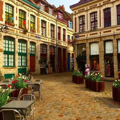 Quelles sont jolies les rues de Lille. Ce matin#be_one_city #butterfly_hdr #be_one_colours #bestfrancepics #BESTSHOTZ_FRANCE #france_greatshots #great_captures_hdr #great_captures_city #vieuxlille #hdr_turk #HDR_FOR_ALL #hello_france #ILOVE_HDR #igerslille #infinity_hdr #infinity_shotz #loves_hdr #love_paris #loves_city #love_france #LOVES_STRUCTURES# loves_hdr_colors #lillemaville #lille_focus_one #worldniceshots #world_colorful_life #world_beststreet #super_pics_bnw #thingsyou_see…